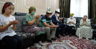 Президент Сооронбай Жээнбеков Адинай Мырзабекованын үй-бүлөсүнө барды