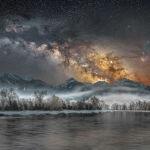 Снимок Холодная ночь в Йеллоустоуне американского фотографа Джейка Мошера