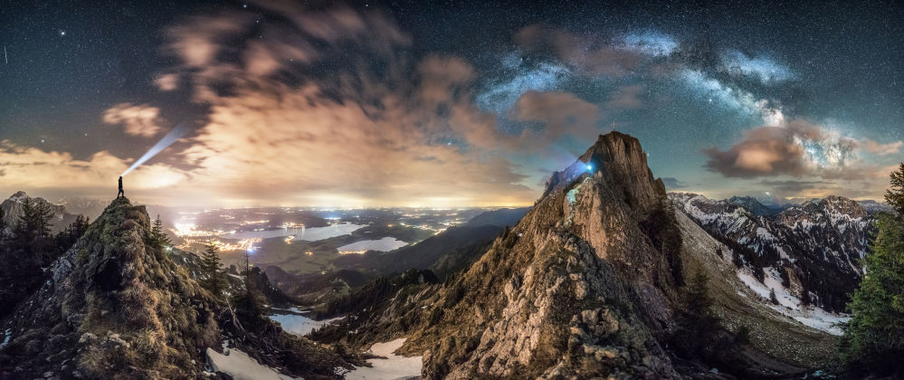 Снимок немецкого фотографа Николая Брюггера. Автор рассказал, что увидел это зрелище после долгого похода и небольшого подъема на гору. У него было лишь несколько минут, прежде чем облака закрыли бы вид на Млечный путь.