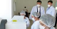 Президент Кыргызской Республики Сооронбай Жээнбеков ознакомился с деятельностью текстильной фабрики ОсОО Текстиль транс в Чуйском районе Чуйской области. 16 июля 2020 года