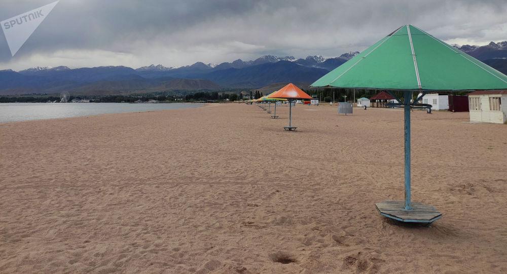 Ысык-Көлдөгү пляж. Архивдик сүрөт
