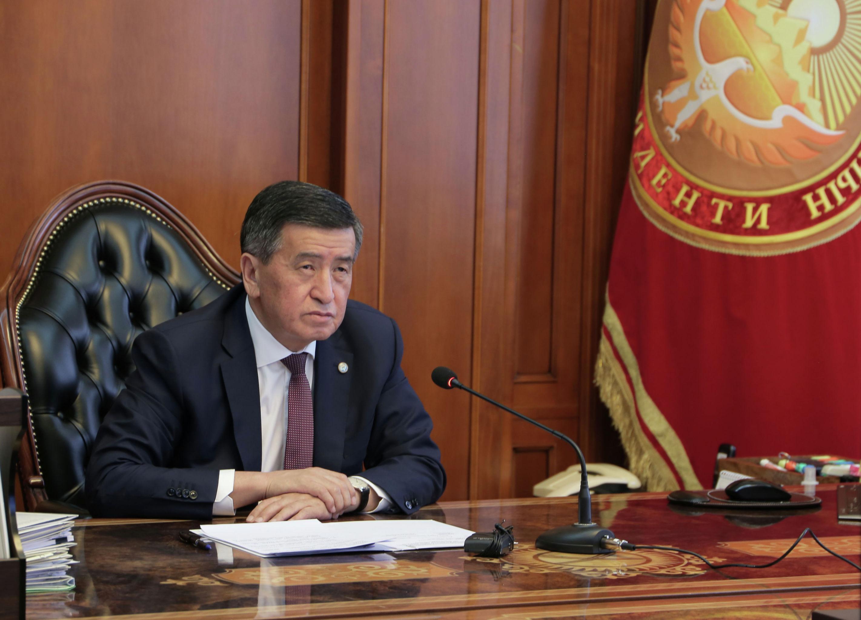 Президент Кыргызской Республики Сооронбай Жээнбеков во время онлайн-совещание с премьер-министром Кыргызской Республики Кубатбеком Бороновым. 20 июля 2020 года