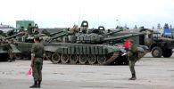 Марш военной техники Таманской дивизии на полигон Алабино в рамках внезапной проверки войск.