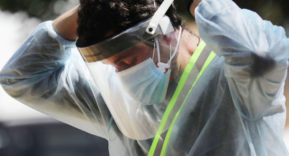 Беткап кийип аткан медик. Иллюстративдик сүрөт