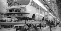 Главный сборочный конвейер производственного объединения РАФ. Латвийская ССР. Архивное фото