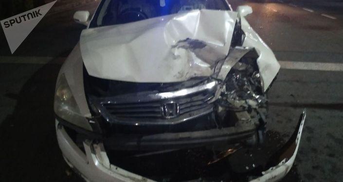 В Бишкеке на пересечении улицы Киевской и бульвара Эркиндик произошло ДТП с участием двух машин