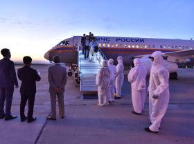 Встреча группы врачей из России в аэропорту Манас, прилетевших в Кыргызстан для оказания помощи в борьбе с коронавирусом