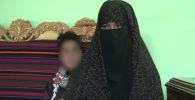 17-летняя Камар Гуль увидела, что талибы убили ее родителей, взяла оружие отца и расстреляла двух террористов. Организация объявила охоту на девушку.
