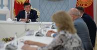 Президент Кыргызской Республики Сооронбай Жээнбеков встретился с руководителем медицинской группы, прибывшей из Российской Федерации в Кыргызстан, заместителем министра здравоохранения Республики Башкортостан Евгением Кустовым. 24 июля 2020 года