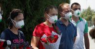 Встреча группы врачей из России в аэропорту города Ош, прилетевших в Кыргызстан для оказания помощи в борьбе с коронавирусом