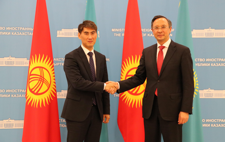 Министр иностранных дел КР Чингиз Айдарбеков встретился с казахстанским коллегой Кайратом Абдрахмановым