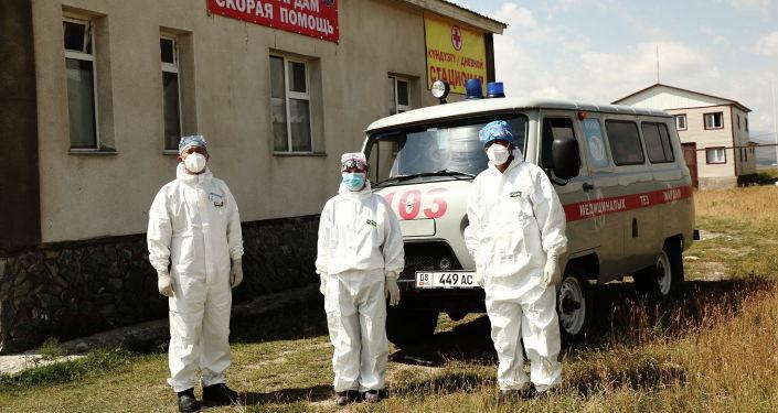 Торага Дастанбек Джумабеков посетил дневной стационар в Суусамыре и оказал помощь в размере 250 тыс. сом