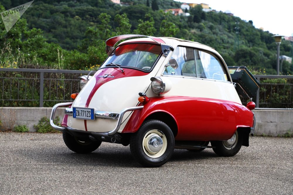 Автомобиль Isetta. Выпускался с 1955-го по 1962 год немецким BMW. Считался одним из самых успешных микроавтомобилей после Второй мировой войны.