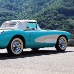 Американский  Chevrolet Corvette выпускается с 1953 года. Именно эта модель имеет двигатель в 195 лошадиных сил. Мотор был до 1957 года карбюраторным, потом стал инжекторным.