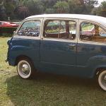А это Fiat 600 — один из первых маленьких минивэнов. Машина пришла на смену Fiat 500. Эта модель имела также вариацию легкового автомобиля.