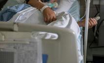Пациент зараженный COVID-19 в госпитале. Архивное фото