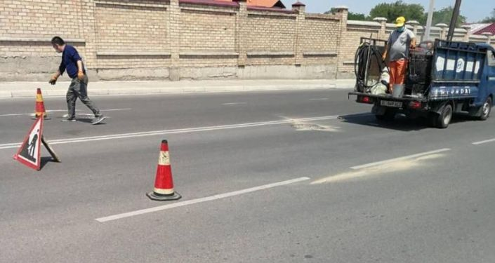 В Бишкеке проводится работа по исправлению дефектов на улицах, отремонтированных в рамках первой фазы проекта развития улично-дорожной сети за счет китайского гранта