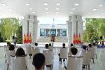 президент Сооронбай Жээнбеков бүгүн, 28-июлда, бүтүрүүчүлөргө Алтын сертификат тапшыруу аземинде