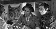 Белгилүү актер Сүймөнкул Чокморов менен атактуу режиссер Төлөмүш Океевдин 1977-жылы Ысык-Көл облусунда