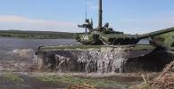 Журналистов аргентинской газеты Clarin впечатлило видео, как российские танки Т-72БЗ переплывают реку во время учений Центрального военного округа.