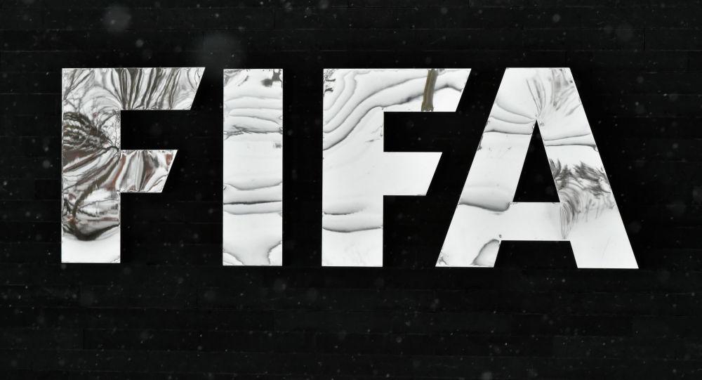 Логотип Международной федерации футбольных ассоциаций (ФИФА). Архивное фото