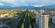 Жилые дома и новый парк здоровья вдоль проспекта Чингиза Айтматова в Бишкеке. Архивное фото