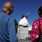 На Трафальгарской площади в Лондоне установили скульптуру британской художницы Хизер Филлипсон под названием Конец