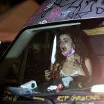 Девушка, пострадавшая от слезоточивого газа во время акции протеста в Портленде.
