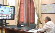 Премьер-министр Кубатбек Боронов во время обсуждения с представителями делегации врачей из России противоэпидемиологические меры и рекомендации по улучшению ситуации с коронавирусом в стране