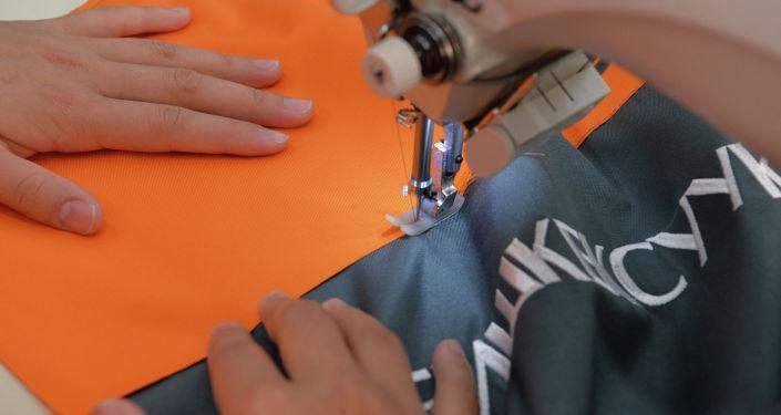 Президент Кыргызской Республики Сооронбай Жээнбеков ознакомился с деятельностью текстильного предприятия ОсОО «Айко Сейко», занимающейся производством специализированной одежды в Ак-Суйском районе. 3 августа 2020 года