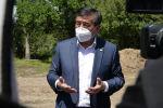 Президент Сооронбай Жээнбеков Ысык-Көл облусунун Ак-Булак айылындагы таза суу менен жабдуу тутумунун көрүү учрунда