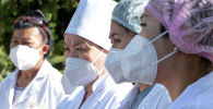 Чолпон-Атада иштеген медик кызматкерлери. Архивдик сүрөт