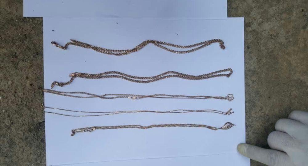Краденные золотые изделия с примерной стоимостью в 1,5 миллиона сомов найденные у жителя Кара-Сууйского района Ошской области