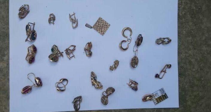 Краденные золотые изделия с примерной стоимостью в 1,5 миллиона сомов