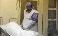 Тело человека, умершего от коронавирусной болезни (COVID-19). Архивное фото