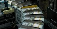 Сто долларовые купюры США. Архивное фото