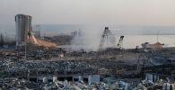 Разрушенный после мощного взрыва порт в Бейруте, Ливан