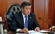 Президент Кыргызстана Сооронбай Жээнбеков во время онлайн-совещания с министром финансов Бактыгуль Жеенбаевой
