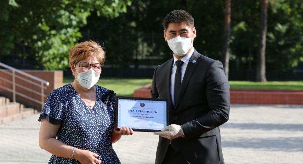 Вручение наград врачам-соотечественникам прибывшим из России и Турции
