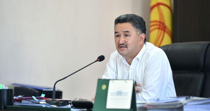 Первый вице-премьер-министр КР Алмазбек Баатырбеков во время заседания штаба по вопросам подготовки сфер экономики и населения к предстоящему осенне-зимнему отопительному периоду