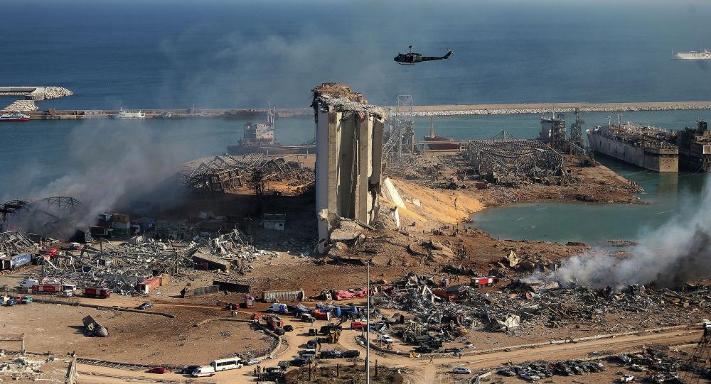 Разрушенный после мощного взрыва порт в Бейруте, Ливан, в среду, 5 августа 2020 года