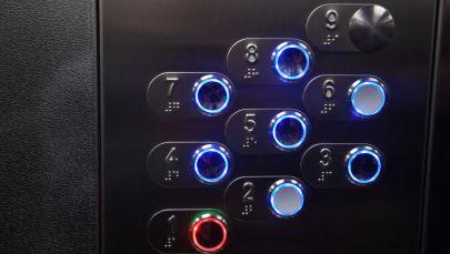 Турак жайдагы лифттин баскычтары. Архив