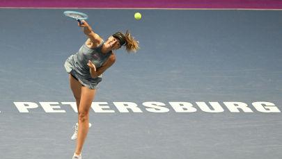 Мария Шарапова теннис матч учурунда. Архив