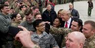 Президент США Дональд Трамп во время встречи с  военнослужащими на военной авиабазе Рамштайн, Германия. Архивное фото