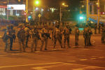 Белорусские правоохранительные органы во время митинга после президентских выборов в Минске. Архивное фото