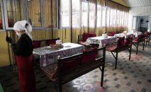Работник общественного питания в Оше. Архивное фото
