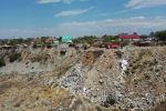 Около месяца в Бишкеке не могут потушить дымящийся карьер. Запах гари разносится по южным микрорайонам столицы. Корреспонденты Sputnik побывали на карьере и узнали, как городские власти будут устранять проблему.