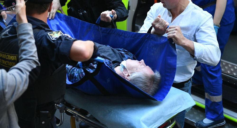 Актера Михаила Ефремова госпитализируют из здания Пресненского суда города Москвы, где должно было пройти заседание по делу о ДТП со смертельным исходом