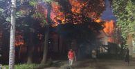 Пожар на пересечении улиц Московской и Раззакова. Архивное фото