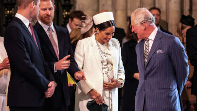 Британская Меган Маркл, герцогиня Сассекская разговаривает с британским принцем Чарльзом, принцем Уэльским (справа). Архивное фото